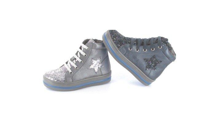 f9a5a4e172c37 Elche se mantiene como referente en el sector del calzado en España ...